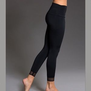 Onzie Flow Mesh Strip Midi Black Legging